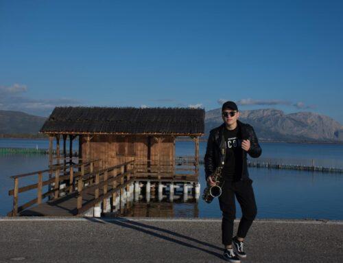 """Στο Μεσολόγγι το νέο cover του """"Stop killing time"""" από τον """"δικό"""" μας Τομ Γιαννακόπουλο (VIDEO)"""