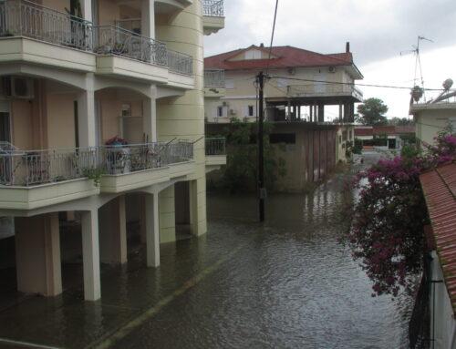"""Πλημμυρικό φαινόμενο και πάλι στο Μεσολόγγι – """"Όπως το 2016""""  λίμνες δρόμοι της πόλης"""