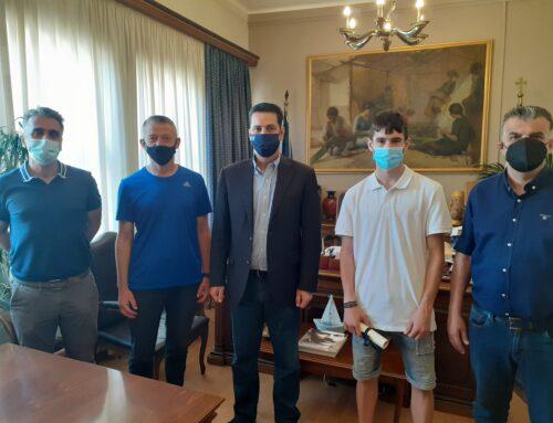 """ΑΓΡΙΝΙΟ: Συγχαρητήρια των Γ. Παπαναστασίου και Χρ. Σταρακά στον """"χρυσό"""" Βαλκανιονίκη Νίκο Σταμούλη"""
